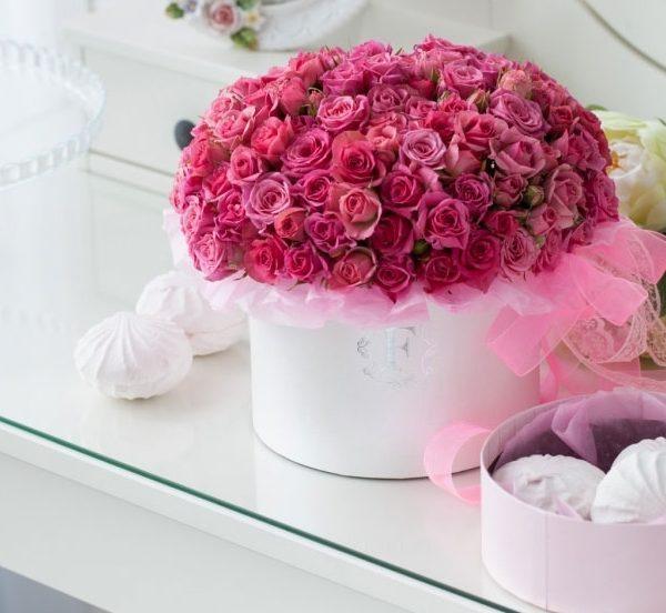 41 кустовая роза в шляпной коробке + зефир