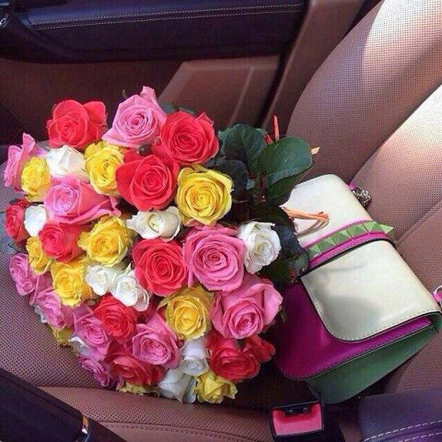 Фото цветы красивые букеты в машине